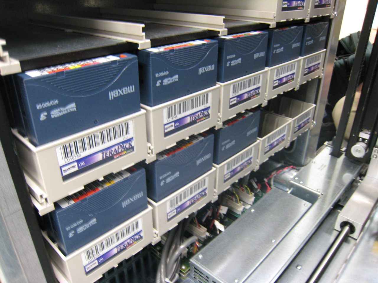 Inside a (Spectra Logic) T950 library by ChrisDag (cc) (from Flickr)